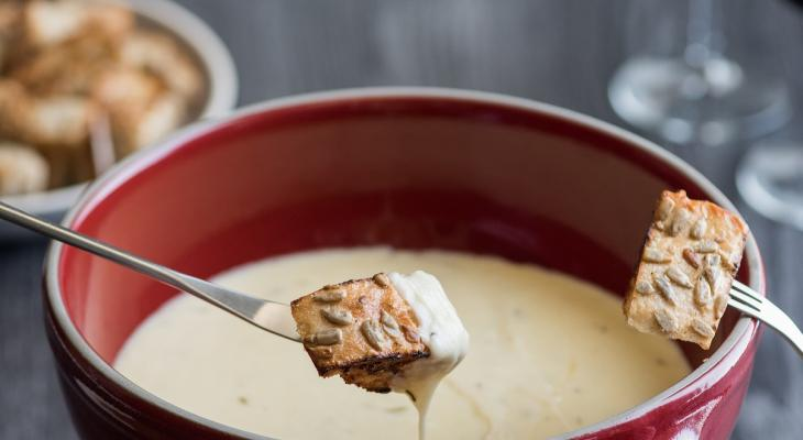 Fondue With Toasted Bread